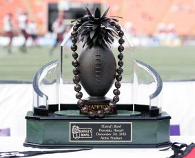 Hawaii-bowl-trophy-2015-san-diego-state-cincinnati